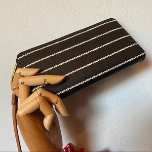 New! Fossil RFID Logan Clutch/Wristlet or Wallet